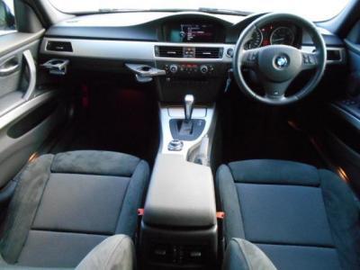 スポーティーなアルミパネルとMスポーツPKGのアルカンターラ内装は、まさにカジュアルにドライブを楽しむ空間と言えるでしょう!!