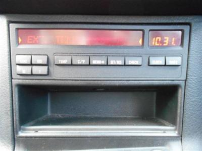 球切れ警告など車の不具合を知らせてくれるオンボードコンピューターも装備されています。
