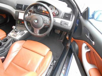 広いクーペの運転席には、M3専用のホールド性の高いシート。メモリー機能付きのパワーシートなので、細かくポジション調整が行なえます!