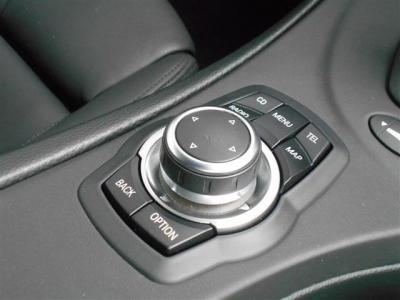 後期型ナビも装備され前期型より格段に操作性アップ!!このiDriveで車両の設定や情報を確認することが出来ます!