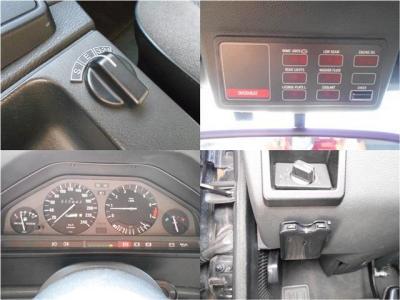 ATの変速調整を行うプログラムセレクターにオンボードコンピューターを搭載。240km/hまで刻まれたメーターパネル。ワンセグTV内蔵メモリーナビ、ETCも装備されているので高速道路の乗り降りも安心。