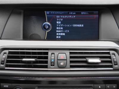 操作し易くなった次世代型iDrive、見やすくなった純正HDDナビにはミュージックサバ—機能も搭載されているのでお気に入りの音楽ライブラリを簡単に構築できます。