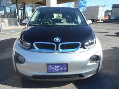アイオニック・シルバーのi3は近未来的な印象。BMW i社が証明するゼロ・エミッションの近未来モビリティを是非味わってください。★保証についてはこちらをご覧ください「http://wp.me/P8hPUi-Tq」