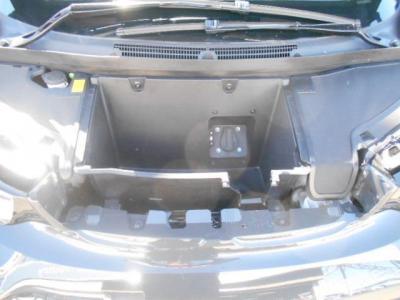 家充電を可能とするプラグインももちろん装備。200V専用線をひけば家でも充電できます!!
