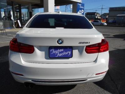 F30の中でもスポーティさを強調した内外装の328iスポーツ。★ご購入後のメンテナンスも元BMW正規ディーラーメカニック多数在籍の「つたえファクトリーに」お任せ下さい!「http://tsutae-factory.com」