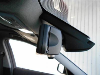 高速道路の必需品であるETCはもちろんミラー一体式の純正が付いてます。オートライト、オートワイパーももちろん標準装備!!