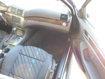 助手席は足元ゆったりで男性が座って頭上空間に余裕がありドライバーズシートと同様にホールド性の高いスポーツシートをベースにデザインされています。