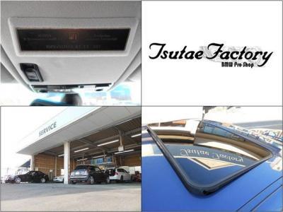 アルピナ職人の誇りとも言えるプロダクションプレート。チルト機能付きガラスサンルーフは優しく光と風を車内に取り込んでくれます。