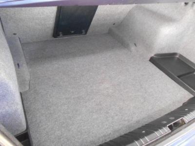 間口も広く必要十分なトランクスペースは440Lの容量を誇り、後席を倒すことで更に多くの荷物を積み込むことができます。