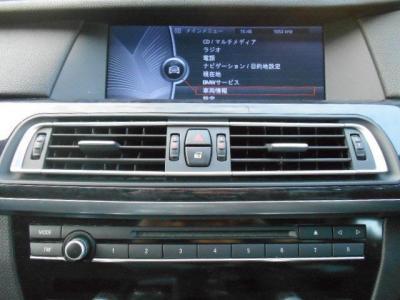 BMW初の地デジチューナーや日本専用開発のHDDナビは10.2インチ高解像度ワイドディスプレイでとても見やすく、ミュージックサーバー機能も搭載しており、お気に入りのBGMライブラリを簡単に作ることができます。