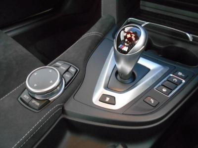 エンジンダイナミクス、アダプティブMサスペンション、サーボトロニックの切り替えボタンにドライブロジックは3段階で切り替えが可能です!シフトスピードが格段に上がります!