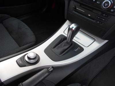 左右独立で温度調整可能なオートエアコンにCDデッキとMDも聞けちゃいます!