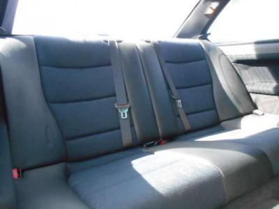 使用感の少ない後席は3人掛けとなりますが、2名であればヘッドクリアランスも十分とられているのでさほど窮屈さは感じないでしょう。