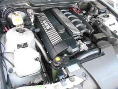 M52エンジンはDOHC4バルブのVANOSを搭載した排気量2,500ccの最高出力170ps/5500rpm、最大トルク25.0kg/3,950rpmはザ・6気筒を肌で感じられます!トランスミッションはJATCO製5ATを搭載。