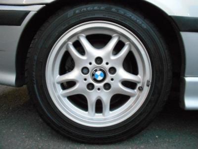 タイヤも新しく6分山程度残量があり、まだまだ走行できる状態です!アルミのガリキズも少なく4本共綺麗な状態です!!