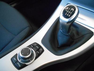 この車の最大のアピールポイントは6速MT!!マニュアルならではのダイレクト感のある軽快な走りが車を操る楽しさをより一層感じさせてくれるでしょう!!