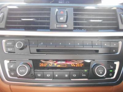 左右独立で温度調整可能なオートエアコンに、CD/DVDプレーヤー、地デジTVにiDrive内蔵のミュージックサーバーとロングドライブでも飽きさせません!!
