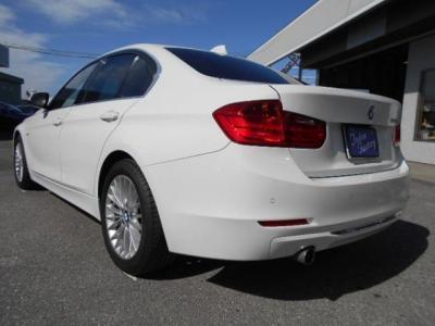 人気色アルピンホワイト3の現行F30型320iラグジュアリー!! ★ご購入後のメンテナンスも元BMW正規ディーラーメカニック多数在籍の「つたえファクトリーに」お任せ下さい!「http://tsutae-factory.com」