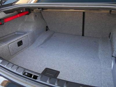 カタログ値306 PS/ 5,800 rpm、400 Nm / 1,200-5,000 rpm BMWの直列6気筒の高性能エンジン。ツインスクロールターボ搭載のN55エンジン