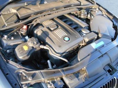 ストレート・シックス2.5L直列6気筒DOHCエンジンは最大で218ps/25.5kg・mを発揮。6ATとの組み合わせでトルクフルでスムーズな加速を体感させてくれます。