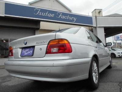 BMWのミドルレンジを担う5シリーズの4代目ミドルサルーンモデル。★ご購入後のメンテナンスも元BMW正規ディーラーメカニック多数在籍の「つたえファクトリーに」お任せ下さい!「http://tsutae-factory.com」