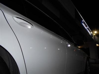 駐車が苦手な方には必需品とも言えるバックモニターも装備されてます。PDCとのセットで後方視界はバッチリです!!人気のデイライトもコーディング施工済!!