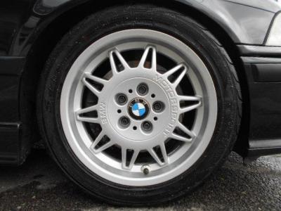 E36純正の18インチアルミでタイヤはヨコハマタイヤのS-Driveが装着され、15年製デ溝は6分山とまだまだ交換は必要なさそうです!!