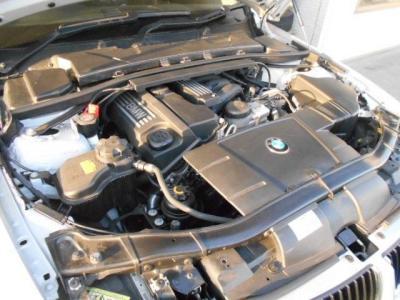 2.0L直列4気筒N46エンジンは156ps/20.4kg・mを発揮。BMWの4フィーリングを発を堪能してください!☆ご購入後のメンテナンスも元BMW正規ディーラーメカニック多数在籍の「つたえファクトリーに」お任せ下さい!