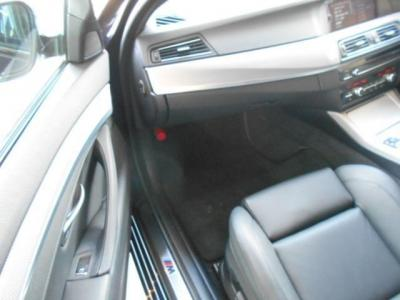 更に余裕のある助手席にも上質なナッパレザーのMスポーツ専用電動シートが装着され、前席には女性に嬉しいシートヒーターも装備。シートヒーターは一度使うと病みつき間違い無しですよ!!