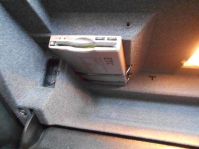 ヒストリックカーと言えど、もはや欠かすことのできない必需品となっているETCも装備。こちらも「B3 3.0/1」の雰囲気を壊すことの無いようダッシュボード内に綺麗に収められています!!