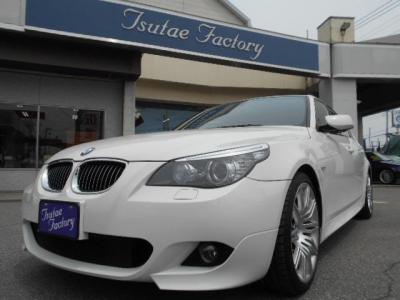 人気色アルピンホワイト3のE60型525i Mスポーツ後期モデル★ご購入後のメンテナンスも元BMW正規ディーラーメカニック多数在籍の「つたえファクトリーに」お任せ下さい!「http://tsutae-factory.com」