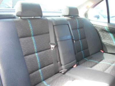 4435×1695×1380mmのボディサイズでも流石セダン!!後席は間口が広いので乗り降りし易く、必要十分な広さが確保されています!!後席も使用感が少なくとても綺麗ですよ!!