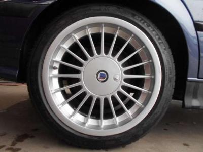 17インチALPINA Classicのアルミ4本はクリア劣化修正塗装済みで、綺麗な仕上がりになっています。タイヤはミシュラン PS4が4本共新品で履いています!