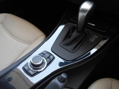 マニュアルのようなシフト操作を可能とするステップトロニック付き6速ATはパワーと燃費を両立!!ショートカットボタンが付いて格段に使い易くなった新型i-Driveも付いてますよ!!
