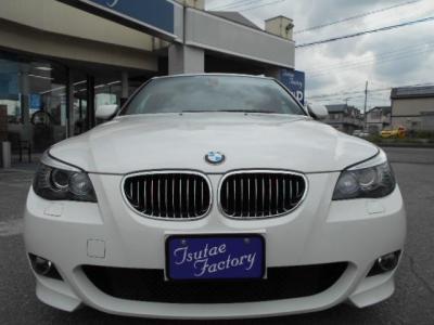 人気色アルピンホワイト3のE60型530i Mスポーツ後期モデル★ご購入後のメンテナンスも元BMW正規ディーラーメカニック多数在籍の「つたえファクトリーに」お任せ下さい!「http://tsutae-factory.com」