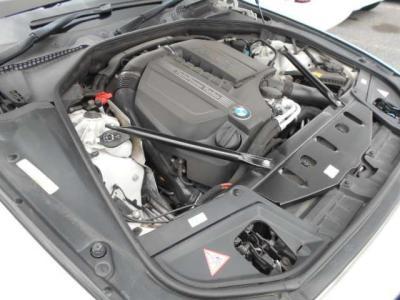 3?直列6気筒ターボのN55エンジン最大出力306PS/5,800rpm、最大トルク61.2kg/1,200〜5,000rpmのエンジン出力を誇っています!!大きなボディでも軽々と加速していきます!!