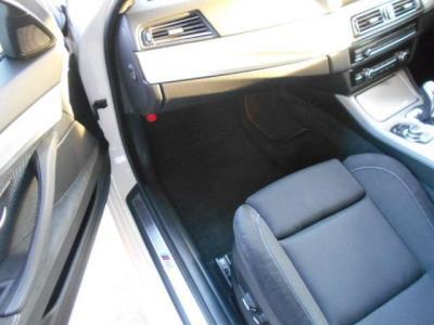 更に余裕のある助手席にも上質なアルカンターラ・ハーフレザーのMスポーツシートが装着されています!!