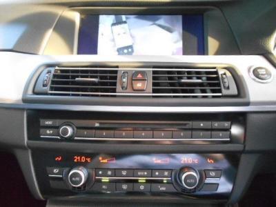 操作し易くなった第2世代型iDrive、見やすくなった純正HDDナビにはミュージックサバ—機能も搭載!!さらに、純正地デジも付いているのでテレビ視聴が可能です!