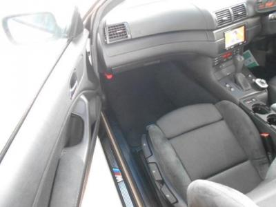 更に余裕のある助手席はロングドライブでもゆったりくつろげ、前席中央には純正カップホルダーも装備されてます!!