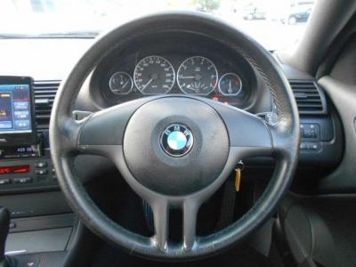 運転席廻りにも目立った傷や汚れも無く、ステアリングも綺麗な状態が維持されています!!