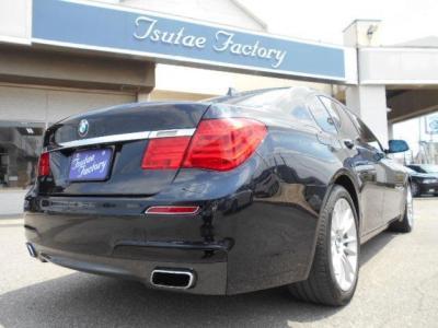 BMWのフラッグシップモデル5代目7シリーズ。スタイリッシュな外観と先代から30mm拡張された迫力あるボディサイズは流石フラッグシップですね!! ☆各種キャンペーン&ブログ情報配信中!! http://tsutae-fact