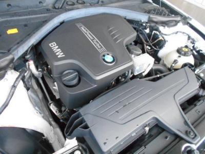 搭載される2L直列4気筒DOHC直噴ツインスクロールターボのN20エンジンは、245PS/5,000rpm、トルク35.7kg・m/1,250-4,800rpmを発揮し、BMWエンジンのレスポンシブでスムーズな加速を体感することができます。