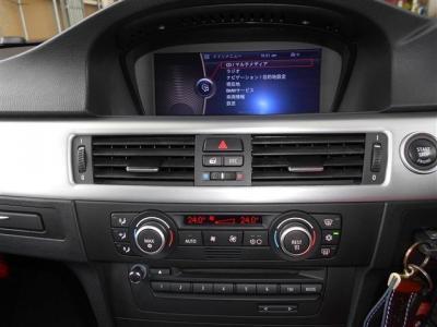 第2世代型i-Driveとともに使い易くなった8.8インチワイドモニターの純正HDDナビは視認性・操作性共に向上。2画面対応ワイドモニターにはオンボードコンピューターの情報も表示させられます!!DVD再生可能な純正デッ