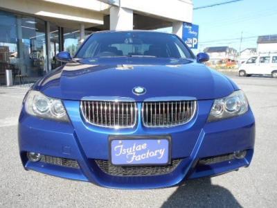 人気色ル・マンブルーのE90型323i。★ご購入後のメンテナンスも元BMW正規ディーラーメカニック多数在籍の「つたえファクトリーに」お任せ下さい!「http://tsutae-factory.com」