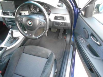 空間に余裕のある運転席にはメモリー機能付きパワーシートを装備しているので、家族でシェアしてもポジション調整の手間を省けます。