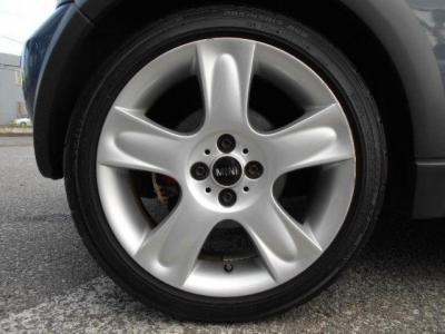 タイヤの溝は6分山程あり、まだまだ走行可能です!