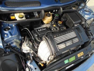 最高出力 170ps(125kW)/6000rpm 最大トルク 22.4kg・m(220N・m)/4000rpm直列4気筒SOHC16バルブ IC Sチャージャー 総排気量 1598cc