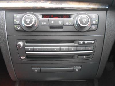 左右独立で温度調節可能なオートエアコン、CDプレイヤーが装着されています!