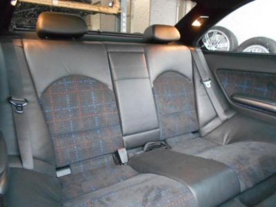 使用感の少ないリアシートは、大人二人であれば十分な居住空間を確保、M3といえども仲間と楽しくドライブできます。