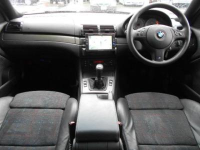 右ハンドル&コンビレザーシート&6速マニュアルの組み合わせは、M3の中では貴重です。